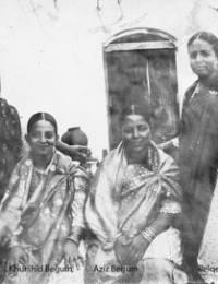 Sarwar & her sisters.jpg