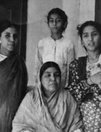 Stanting: Iqbal, Mumtaz, Musaret, Tanweer & Anvery Begum