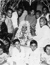 Children: Rehana, Massod, Mahmood, Khrushid; Sitting L to R: Mahmooda, Qasim, Asim Ali, Nayeema, Aban, Hashim, Abida, Rehmatunisa