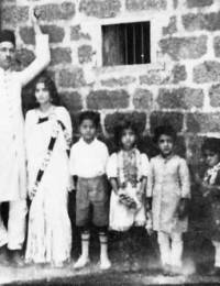 L to R: Mohiuddin Beg, Akhtar Bano, Masihuddin, Aanisa, Maslehuddin & Moeududdin Beg